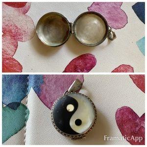 Jewelry - Yin yang MOP/onyx pendant pillbox sterling